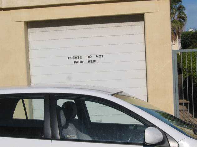 bondi-beach-sign-no-parking-ignored-usg.jpg
