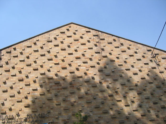castlecrag-church-bricks-sticking-out-n.jpg