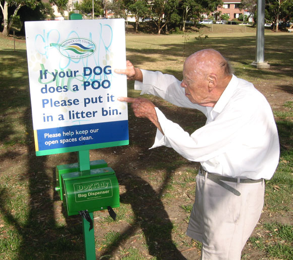 coogee-sign-dog-in-bin-usg.jpg