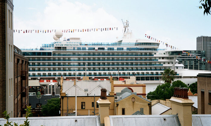 dawes-point-cruise-ship-docked-e.jpg