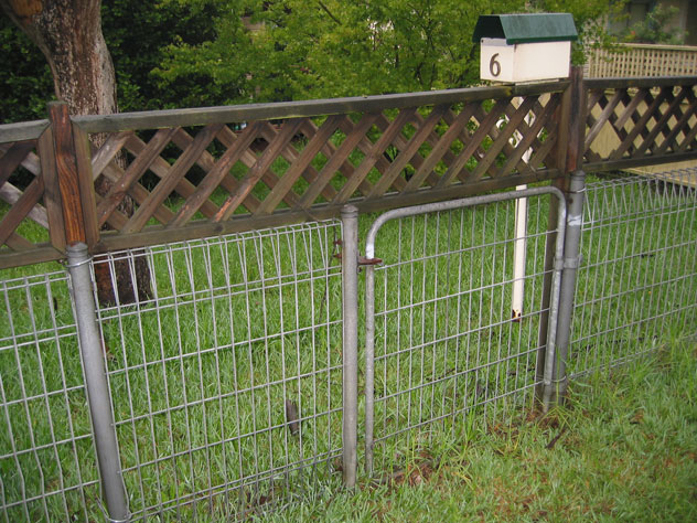 dundas-valley-fence-low-gate-uf.jpg