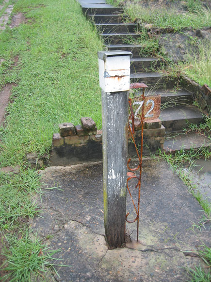 dundas-valley-mailbox-old-um.jpg