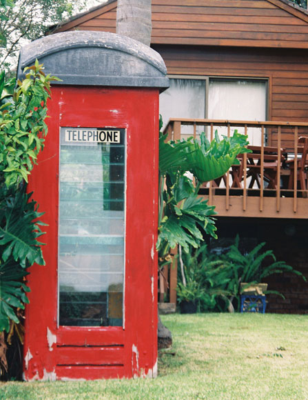 elanora-heights-gardens-telephone-box