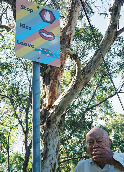 elanora-heights-sign-stop-kiss-leave