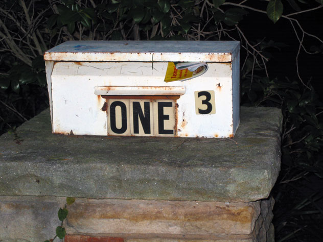 oatlands-mailbox-two-numbers-um.jpg