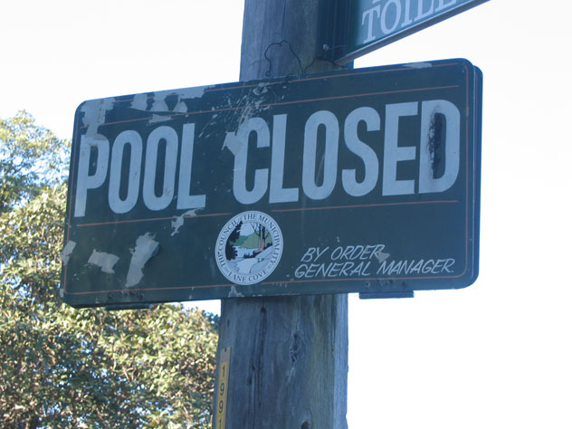 riverview-sign-pool-closed-usg.jpg