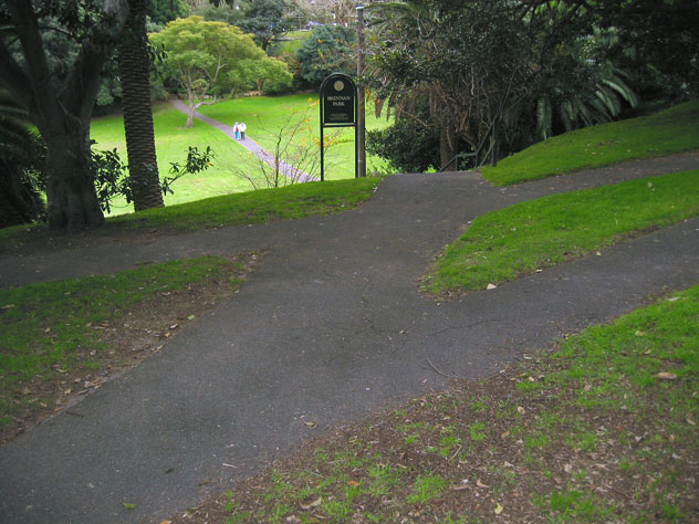 waverton-garden-path-meeting-xg.jpg