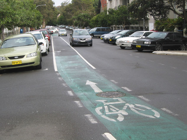 bondi-beach-street-one-way-cars-bikes-ust.jpg