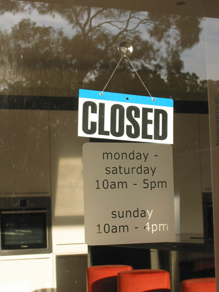 willoughby-sign-closed-hours-usg.jpg